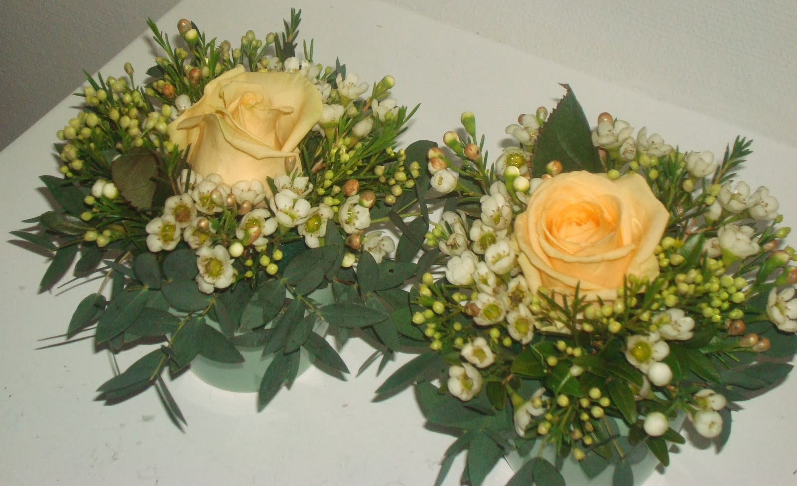 blomster pynt på bord