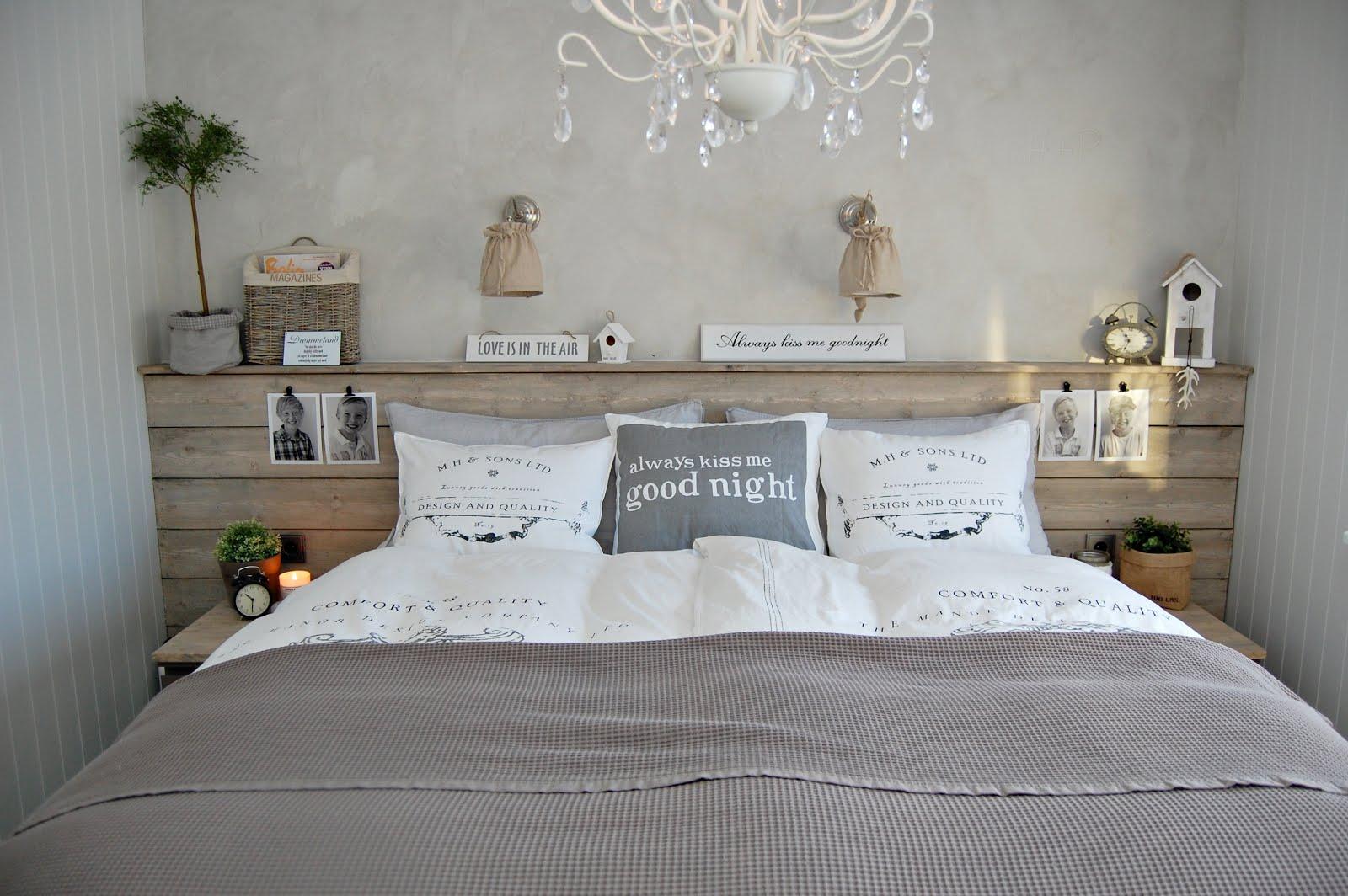 Grande chambre on pinterest dark walls pipe curtain - Tete de lit planche ...