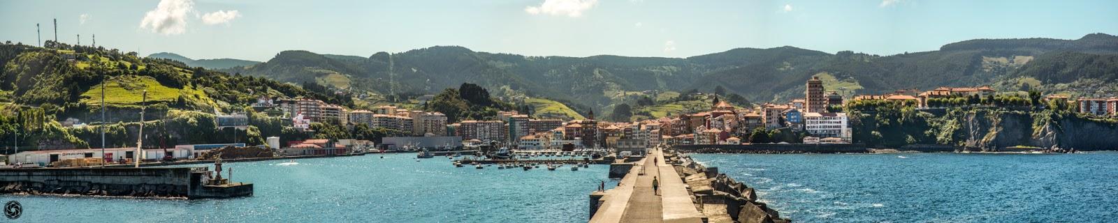 Puerto de Bermeo desde el extremo del rompeolas (panorámica completa) :: Panorámica 9 x Canon EOS 5D MkIII | ISO400 | Canon 24-105@105mm | f/6.3 | 1/640s