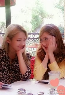 Jessica and Hyoyeon have a sweet meal together