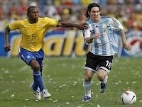 http://3.bp.blogspot.com/-LmYCBYPGUmo/Tdam_ER9d3I/AAAAAAAAABA/yCh_289BDeo/s1600/Lionel-Messi-Brasil-vs-Argentina-Final-Copa-America-2007-1036.jpg