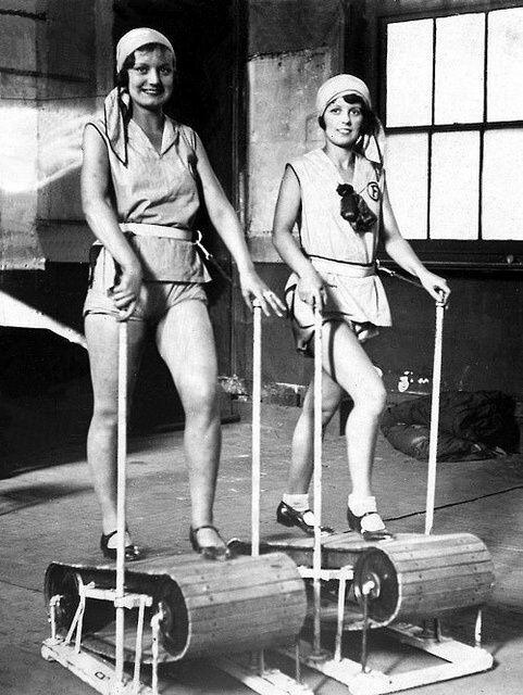 Primeira modelo de esteira rolante. Foto de 1926. Fonte: arqtodesca.blogspot.com
