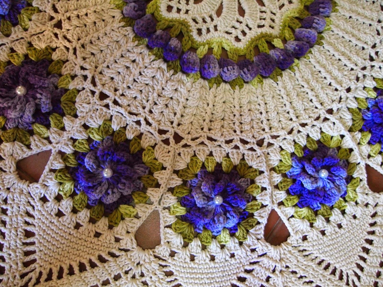 os croches da elsa tapete redondo com flores roxas. Black Bedroom Furniture Sets. Home Design Ideas