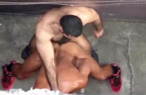 Safadinhos fazendo sexo escondido