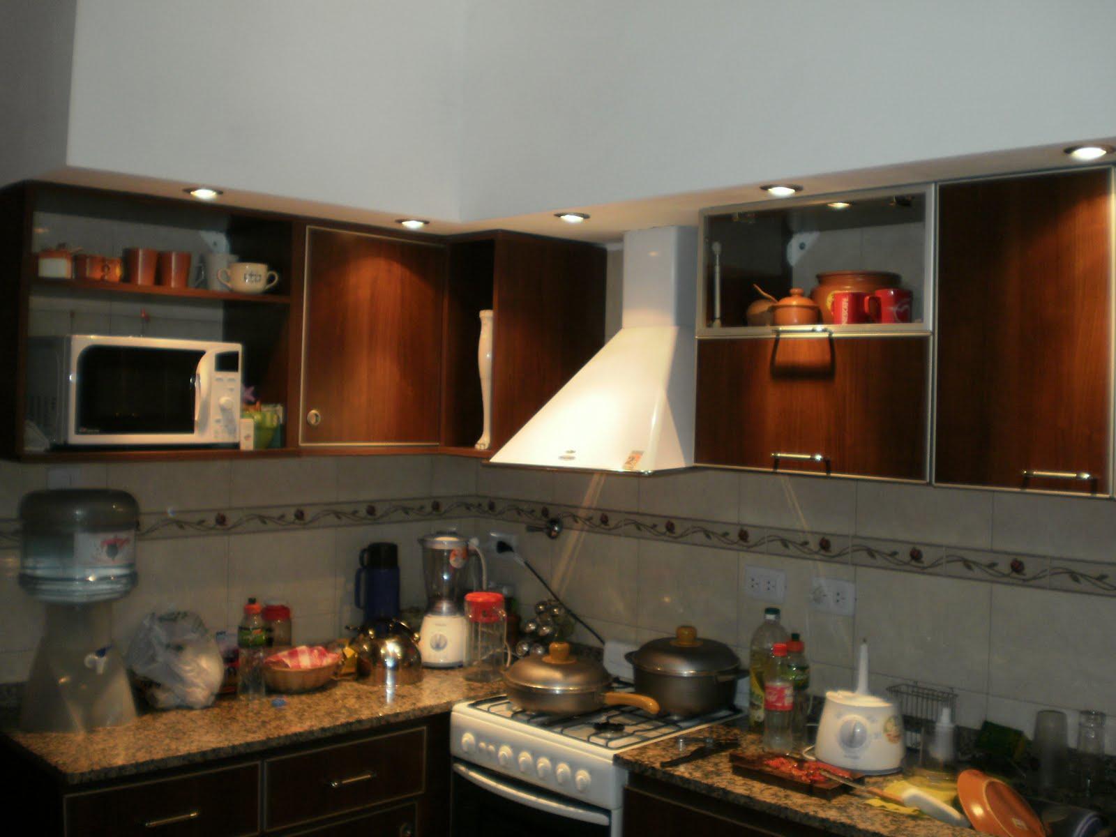 D f r muebles abril 2011 - Cocinas color nogal ...