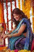 Shruti Haasan Stills from Balupu Movie-thumbnail-17