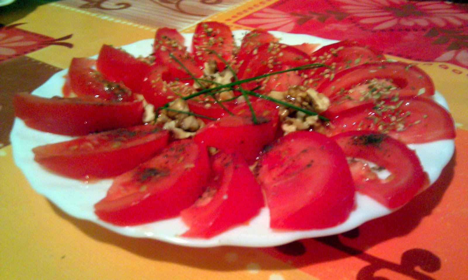 foto ensalada rápida de tomate
