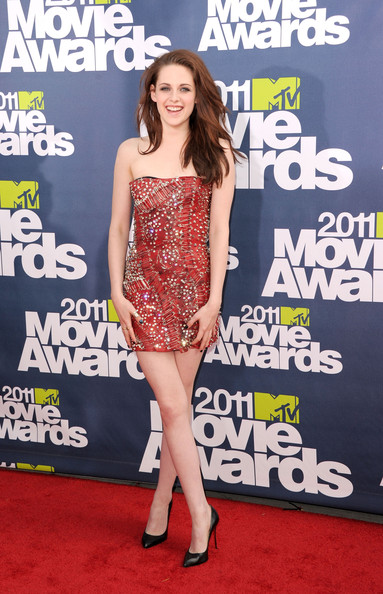kristen stewart and robert pattinson 2011 mtv. Kristen Stewart surprised us