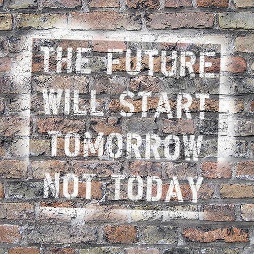 Pintura a una paret: The future will start tomorrow, not today