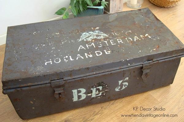 comprar caja baúl maleta antigua militar de metal estilo industrial en valencia