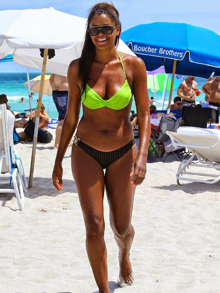 Claudia Jordan enjoyed some rays of sunshine by the beach on Sunday,‭ ‬April‭ ‬6,‭ ‬201‭ ‬in Miami,‭ ‬FL,‭ ‬USA with her female friend,‭ ‬Aisha Thalia.