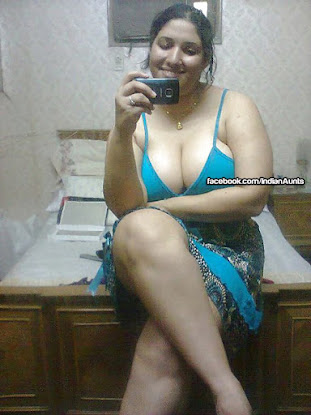 aunties busty cleavage indian