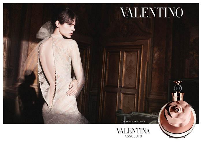 O PERFUME DA VALENTINA_Valentina assoluto_perfume valentino_propaganda de perfume_vestido de renda_vestido branco_vestido de gala