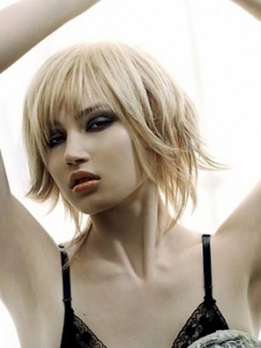 Meilleure coiffure tendance meilleur top coiffure avec frange - Coupe mi longue degradee avec frange ...