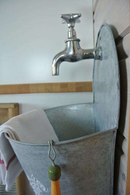 Othelies hjem: hjemmelaget utslagsvask på kjøkkenet