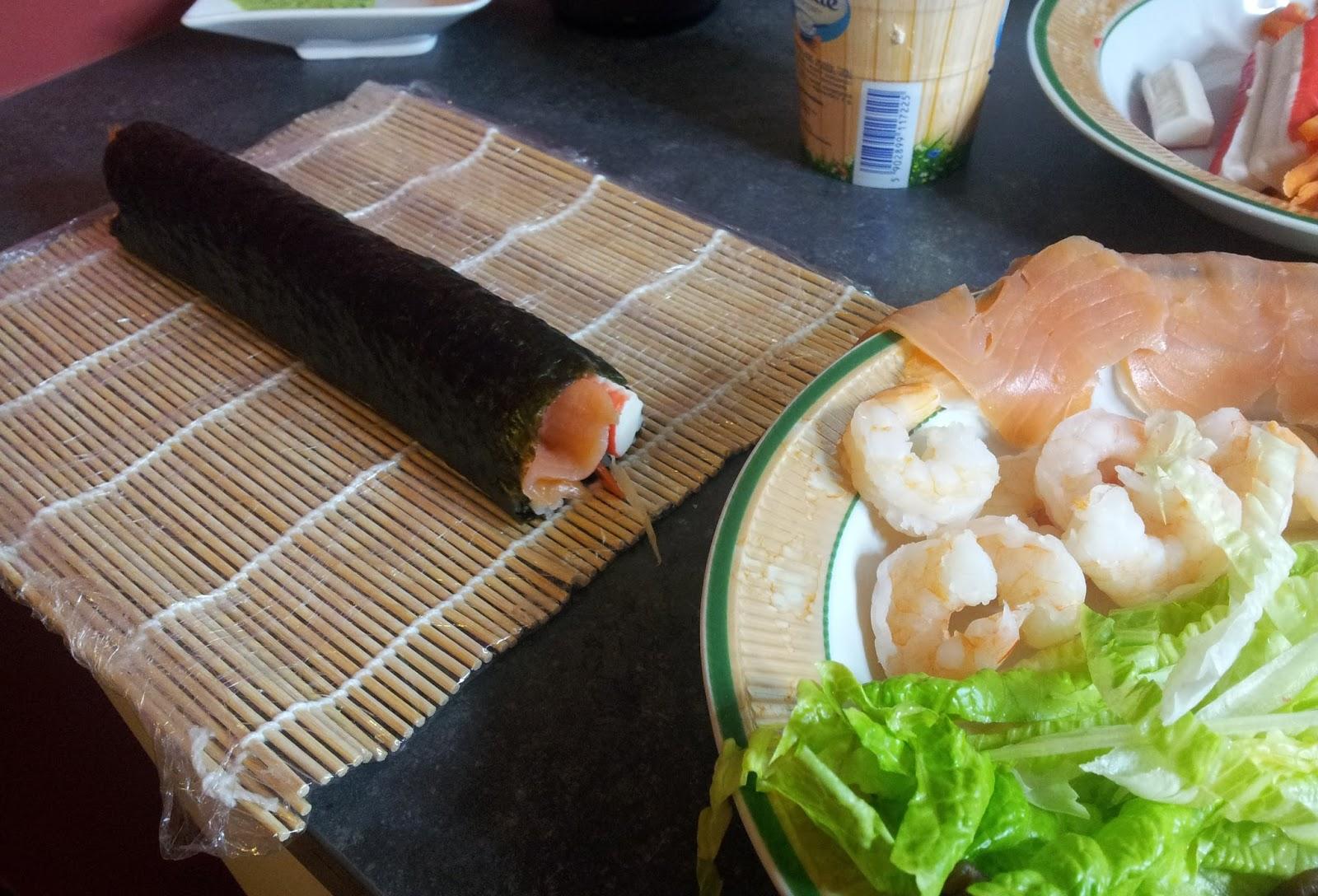 sushi zawinięta rolka