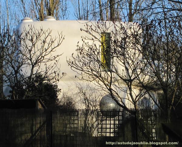 Janvry - Maison Fougère et Brauner - Centre d'art  Auteurs du projet: Henri Mouette, Pierre Székely.  Construction:  1969-1974