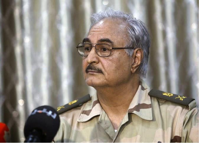 اللواء خليفة حفتر... تنتظر قيام الجيش المصري بعملية عسكرية داخل الأراضي الليبية