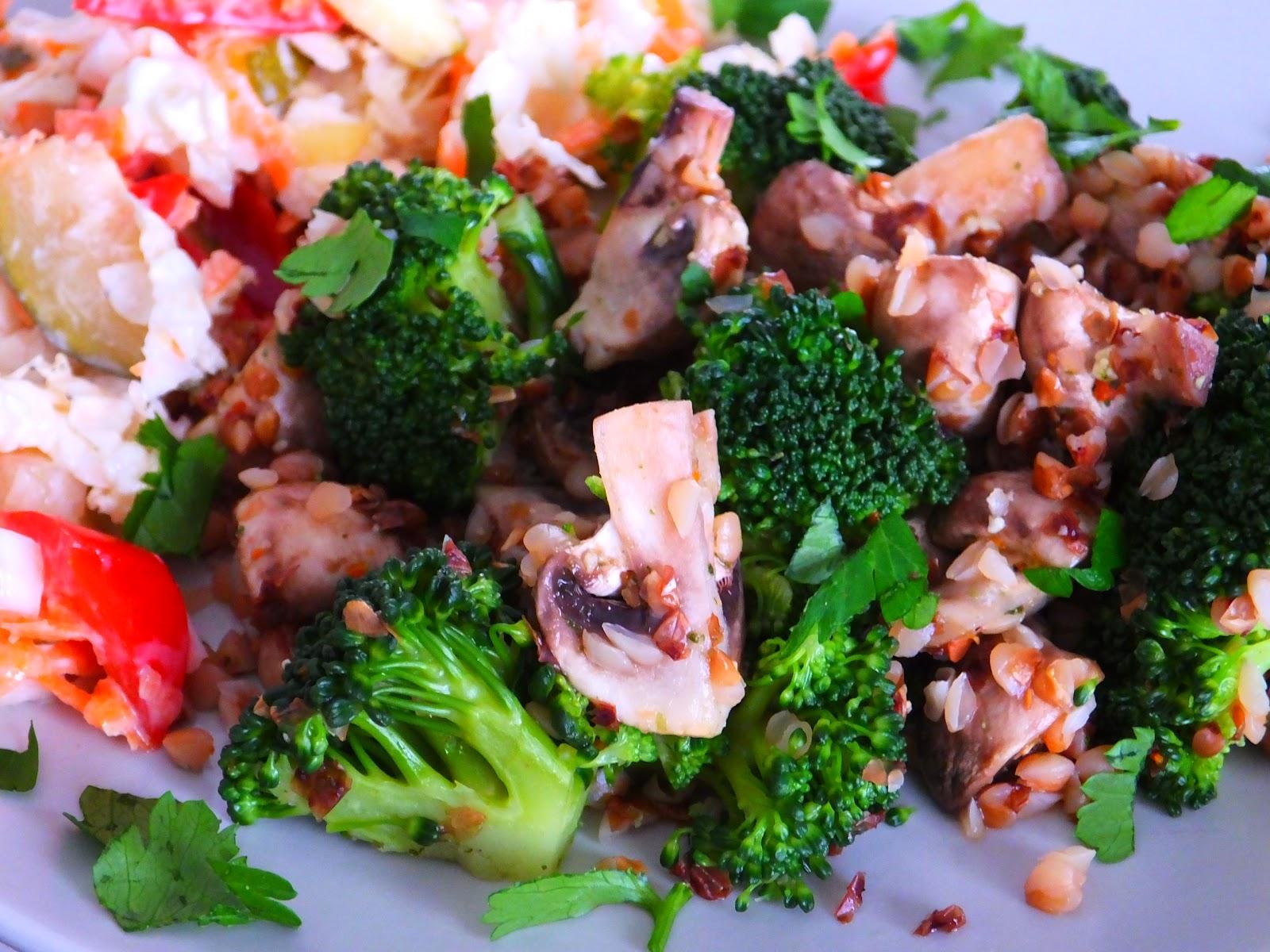 Kasza gryczana z pieczarkami i brokułem