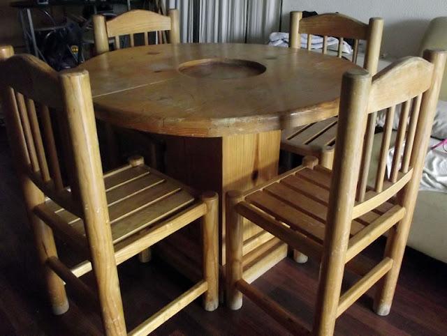 Comedor para cuatro personas redondo de madera 4 sillas o for Comedor redondo de madera