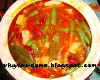 Суп из свинины с консервированной и стручковой фасолью