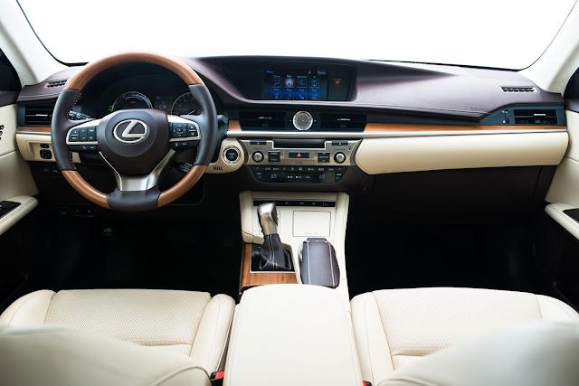 Interior view of 2016 Lexus ES 300h