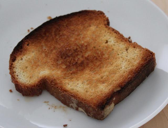 frisch gebackenes Weißbrot / Toastbrot getoastet