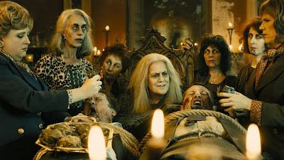 ¿Quiénes son las brujas de la izquierda y la de la derecha? :0