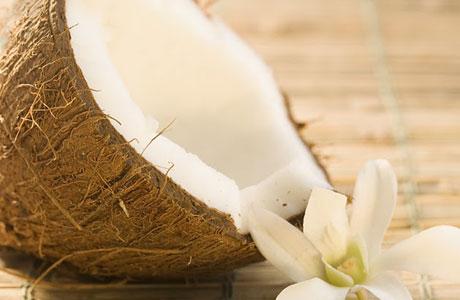 Manfaat buah kelapa untuk kecantikan alami