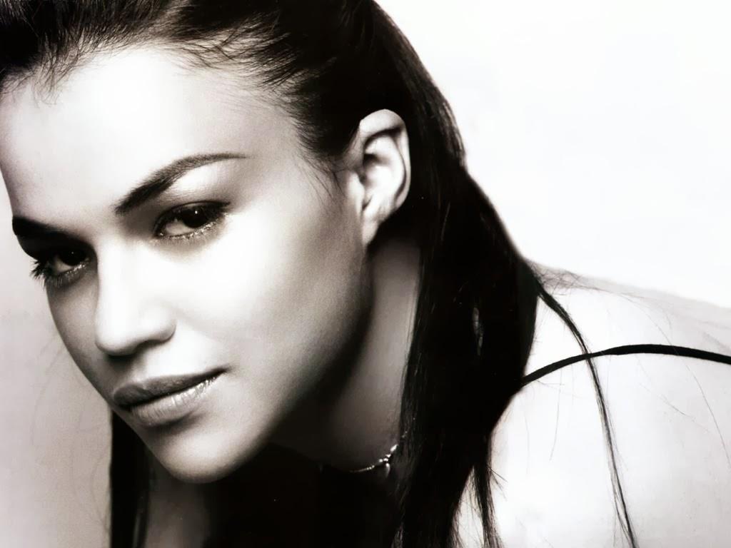 Michelle Rodriguez in Retro Look 1