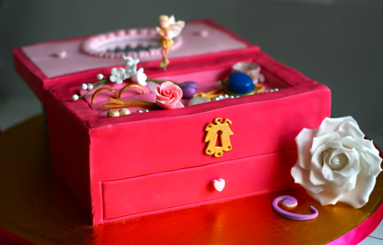 Millis Kitchen Jewellery Box Cake