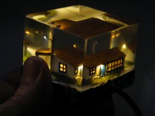 casinha incrustada em resina