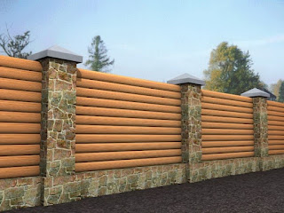 Деревянный забор с каменной столбами. Фото 24
