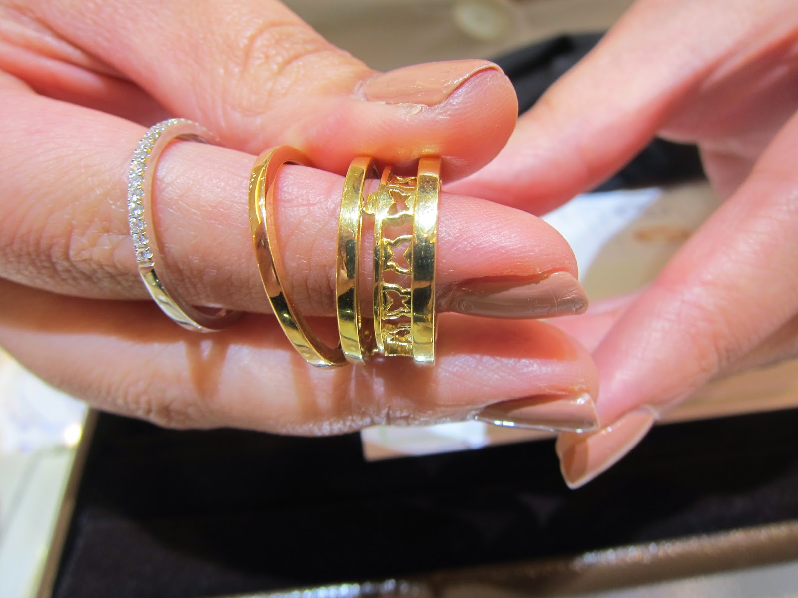Mint.Music: In Search For My Perfect Wedding Bands: Love And Co.