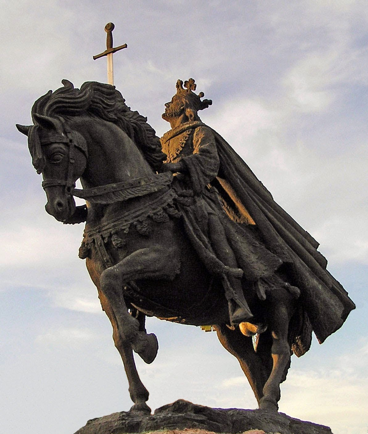 Resultado de imagen de alfonso vi estatua