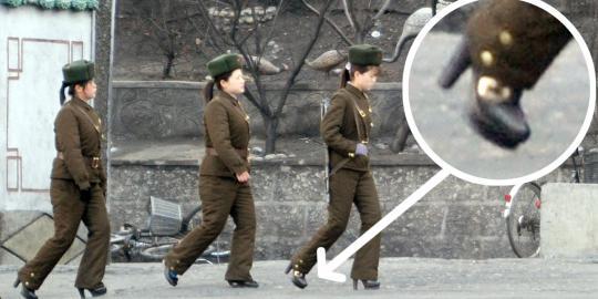 Tentara perempuan Korea Utara bersepatu hak tinggi
