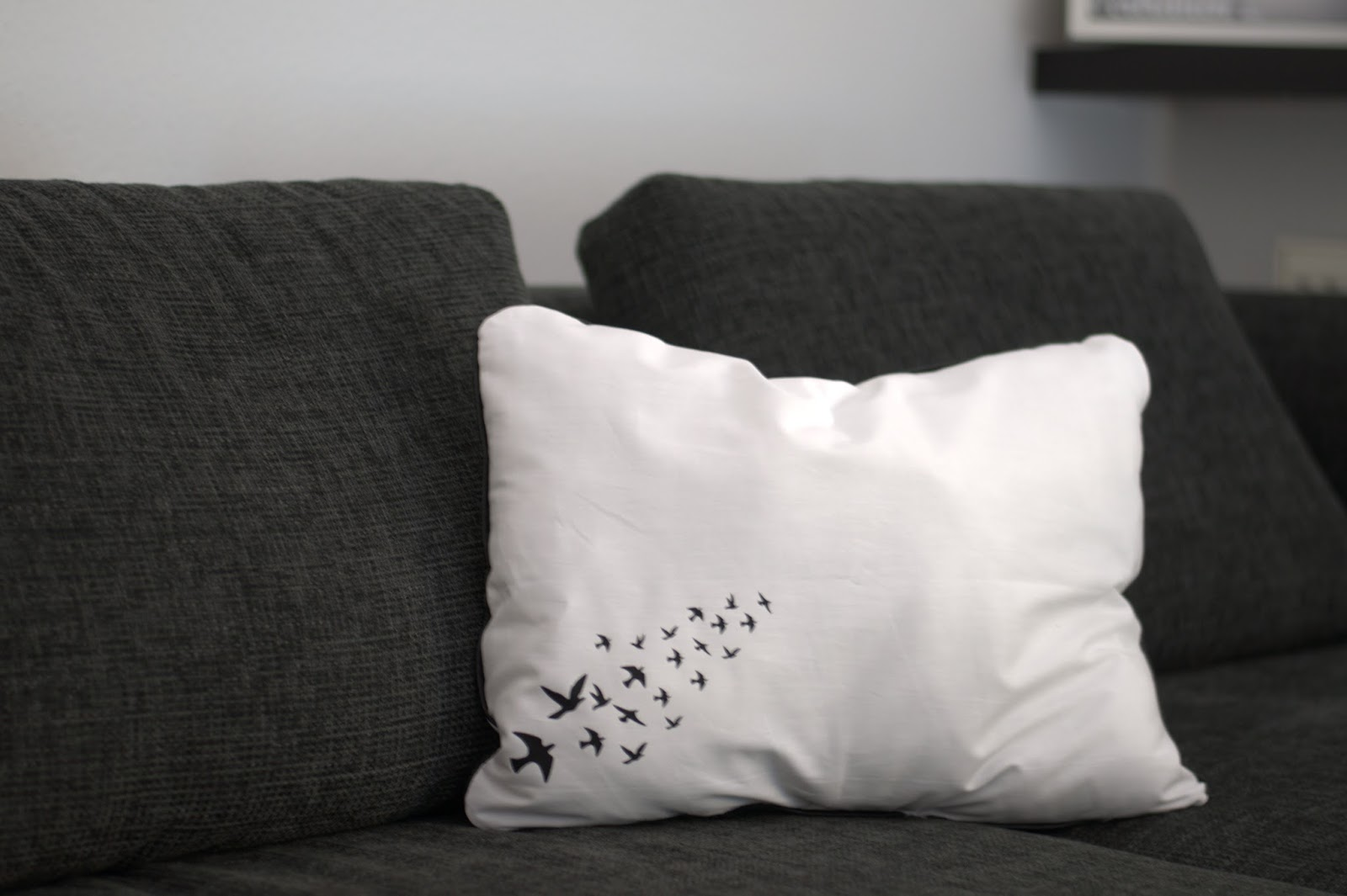 Kissen schwalbenliebe grinsestern for Sofa kuscheln