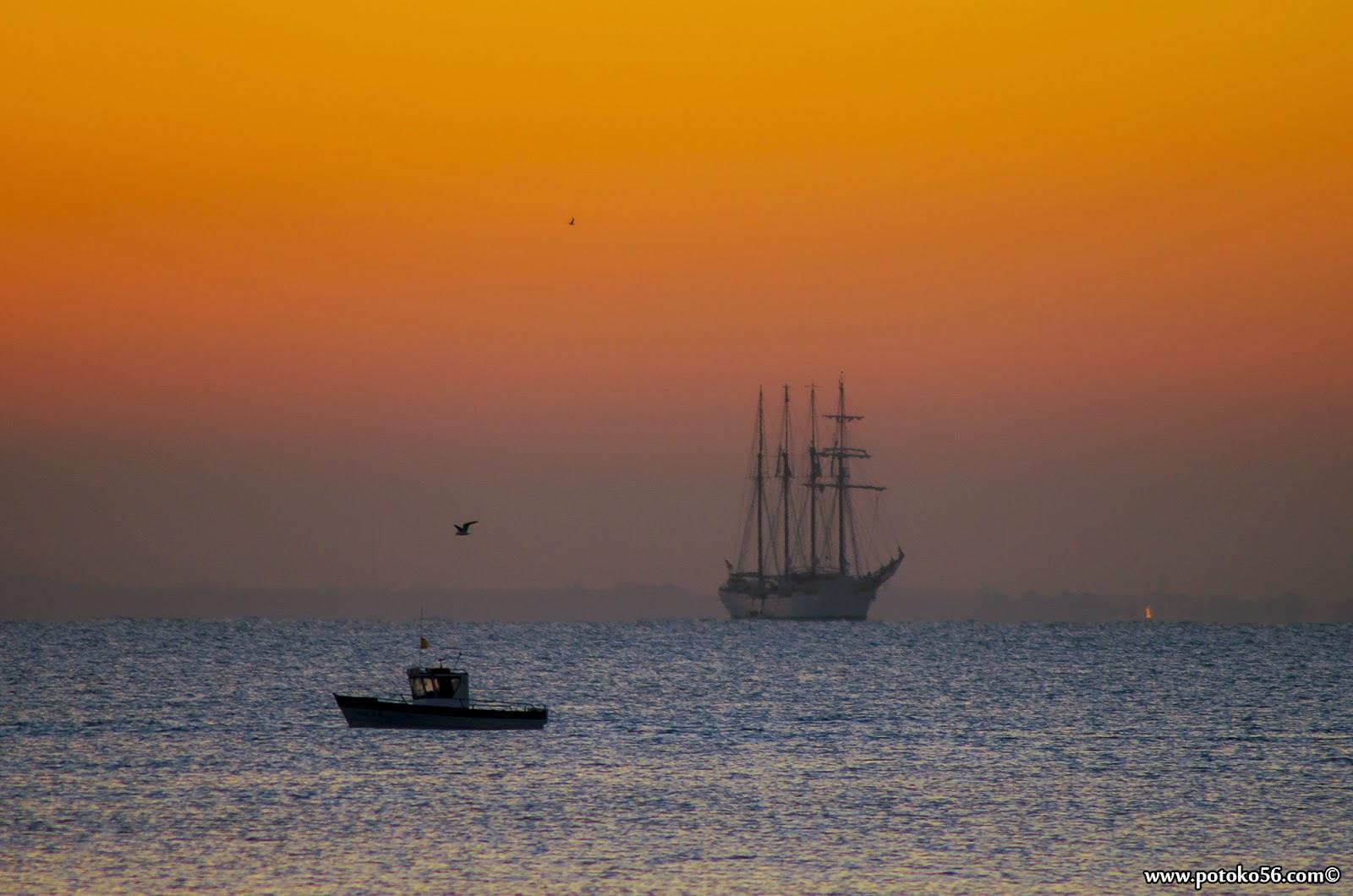 Buque Escuela Juan Sebastian Elcano en la Bahía desde Rota