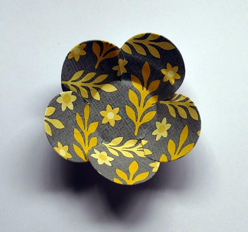 Forminha flor de papel estampado