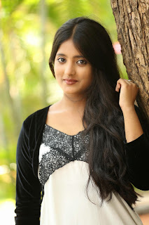 Ulka Gupta latest glam pics 030.jpg