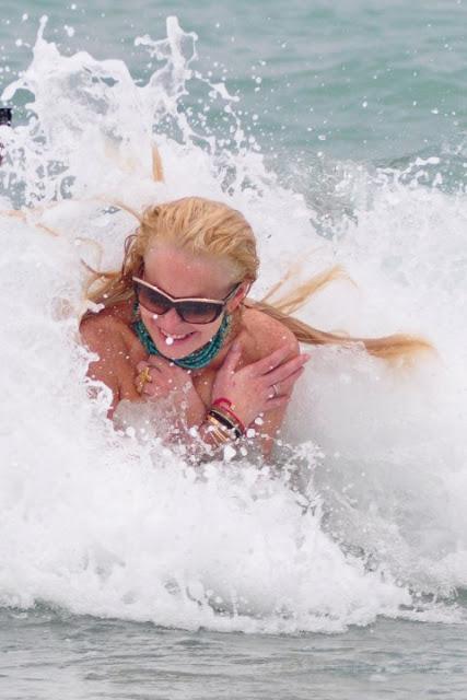 N28 lindsay lohan loses top in miami uncensored topless - Swimming pool wardrobe malfunction pics ...