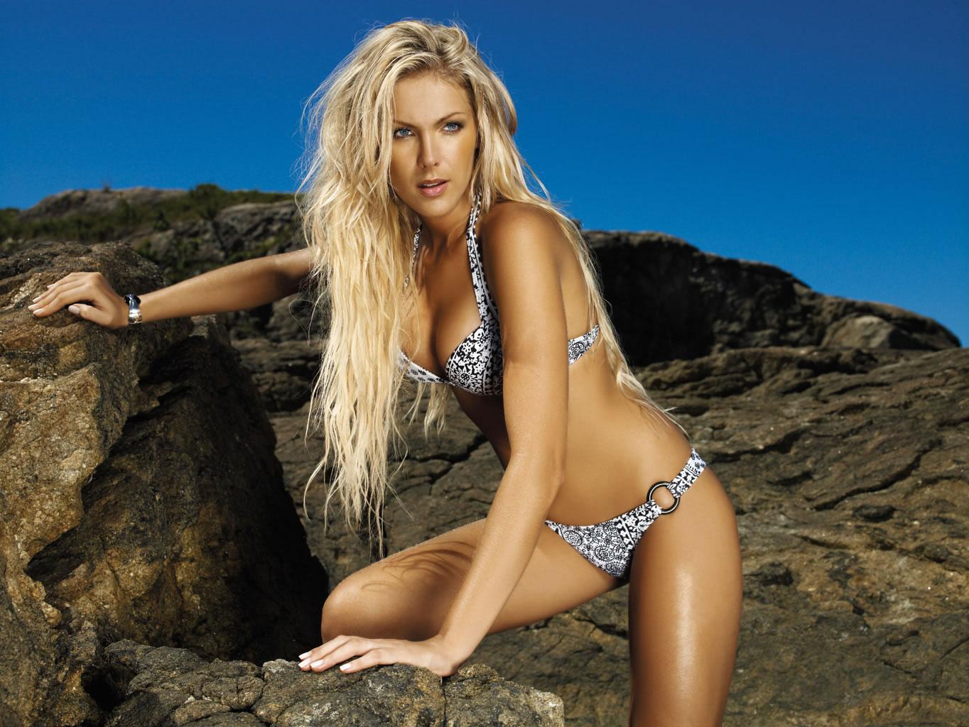 http://3.bp.blogspot.com/-LqVGmg-105s/TbLK94hryNI/AAAAAAAACwE/U71RrOrTSYY/s1600/ana-hickman-bikini-swimwear-6.jpg