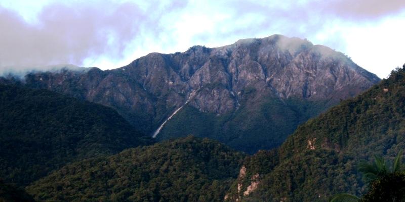 Gunung Binaya di Taman Nasional Manusela. ZonaAero