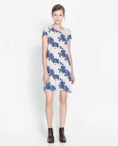 mavi beyaz çiçek desenli elbise