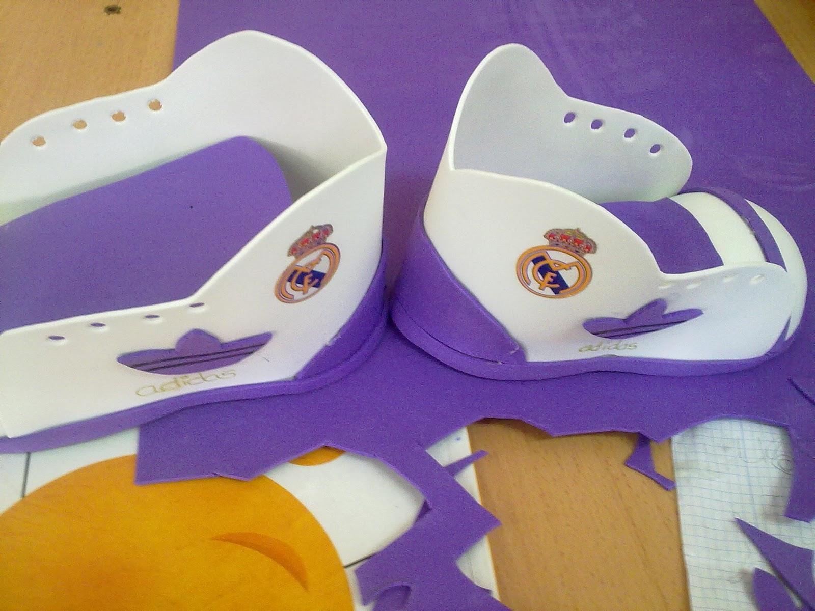 Manualidades botas de goma eva - Manualidades de goma eva ...