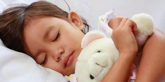 Cara Agar Anak Nyaman Tidur di Kamarnya Sendiri