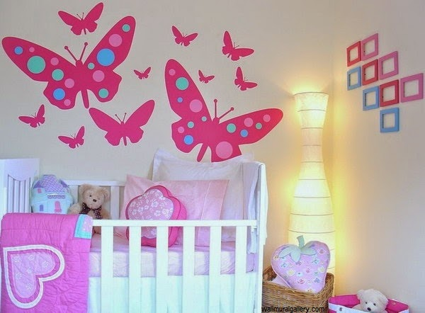 D coration chambre b b fille papillon b b et for Photo decoration chambre bebe fille