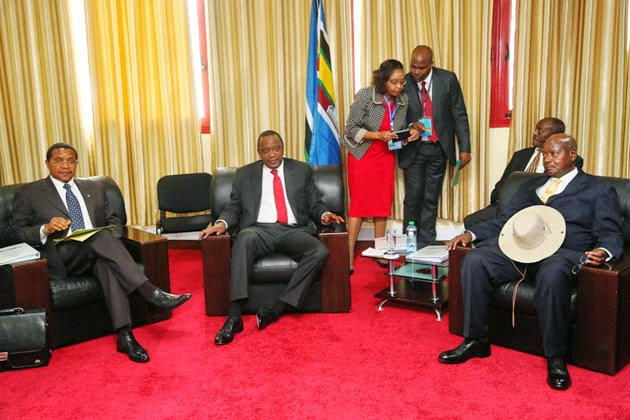 R-L: Presidents Yoweri Museveni (Uganda), Uhuru Kenyatta (Kenya), Jakaya Kikwete (Tanzania)