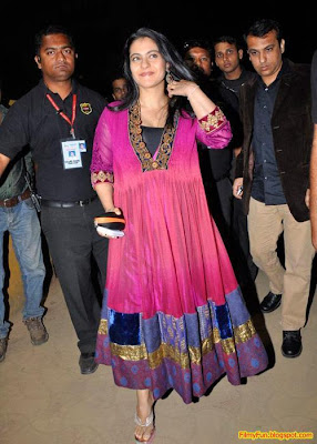 Kajol arrives for the Filmfare Awards at Yash Raj Studio Mumbai_FilmyFun.blogspot.com
