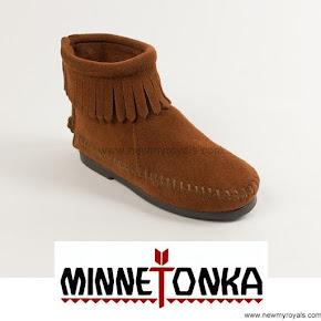 Princess Leonore Style Minnetonka Kids Boots